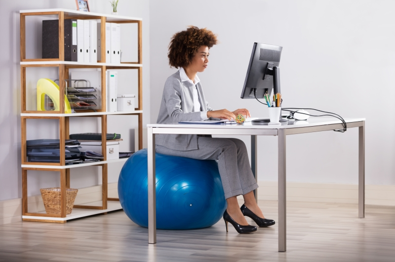 5 Ways to Stay Fit and Healthy With a Desk Job