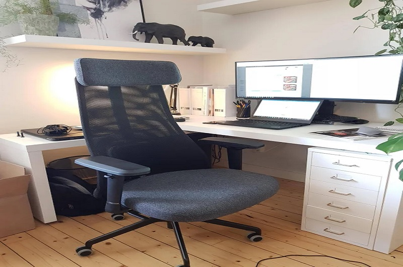 Ergonomic chair with adjustable arms