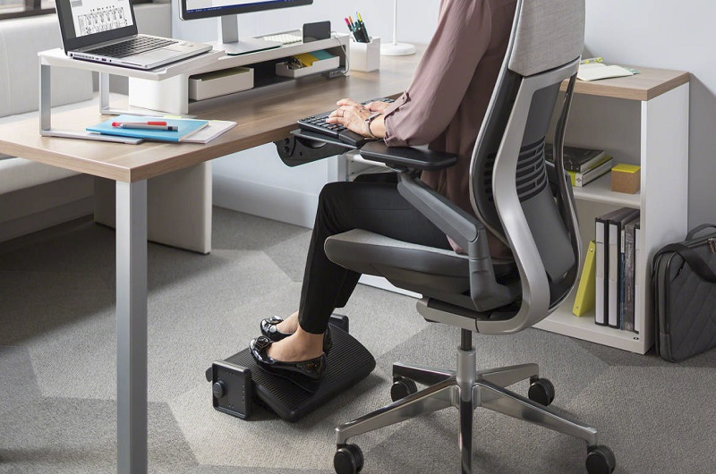 use of the standing desk footrest