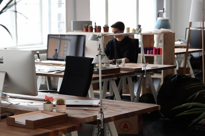 Types of Standing Desks and Their Benefits