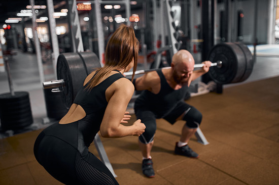 Two people are doing exercise in the gym