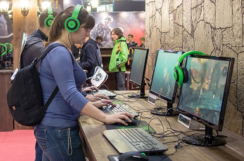 Why you should be using standing desks for gaming?
