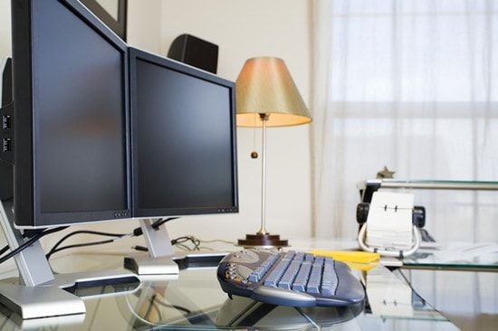 Dual Monitor Setup: How to Optimize Space, Productivity and Comfort