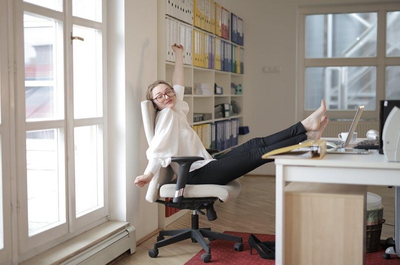 Desk stretches to loosen your hips