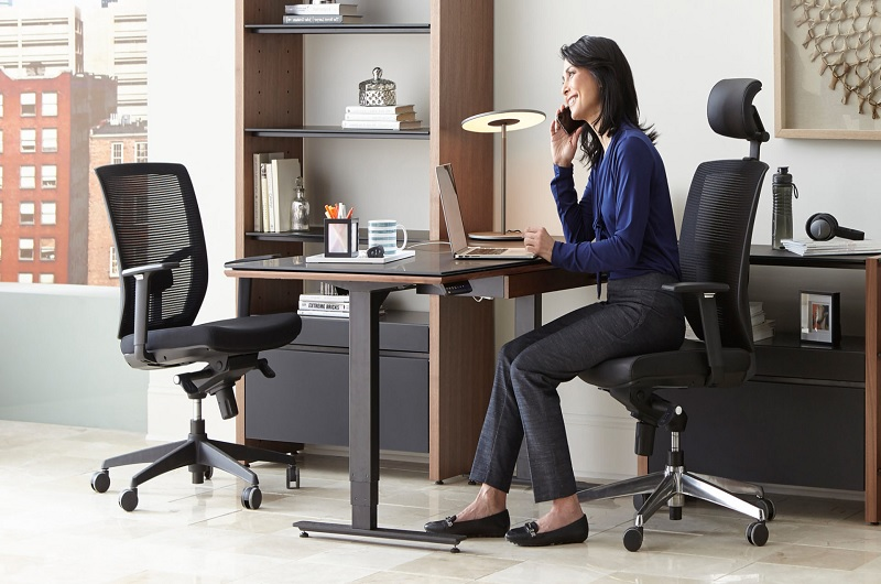 A worker enjoying the benefits of a task chair
