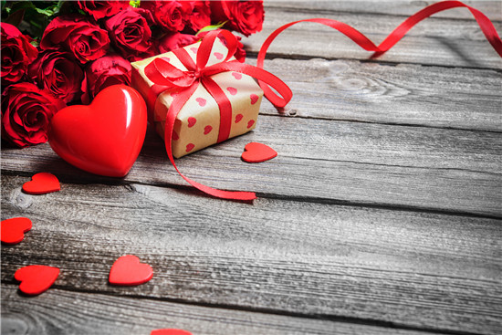 7 Sweet His & Hers Valentine's Day Gift Ideas for Health Enthusiasts