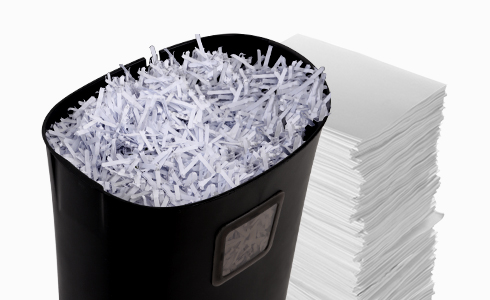 The storage space of 6.6 gallons is able to store large quantities of  shredded paper at one time,which assists you in avoiding frequently cleaning up the space and makes you more at ease during use.